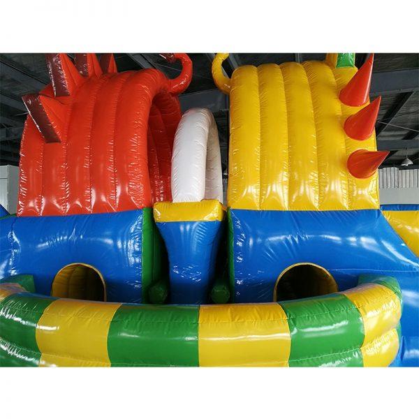 Diseño de PVC León aire inflable con obstáculos 3