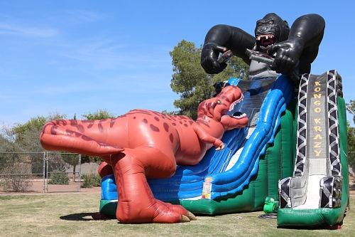 Tobogan inflable T-Rex vs King Kong 1