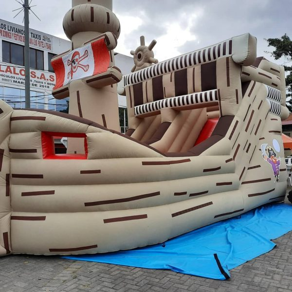 infable barco pirata
