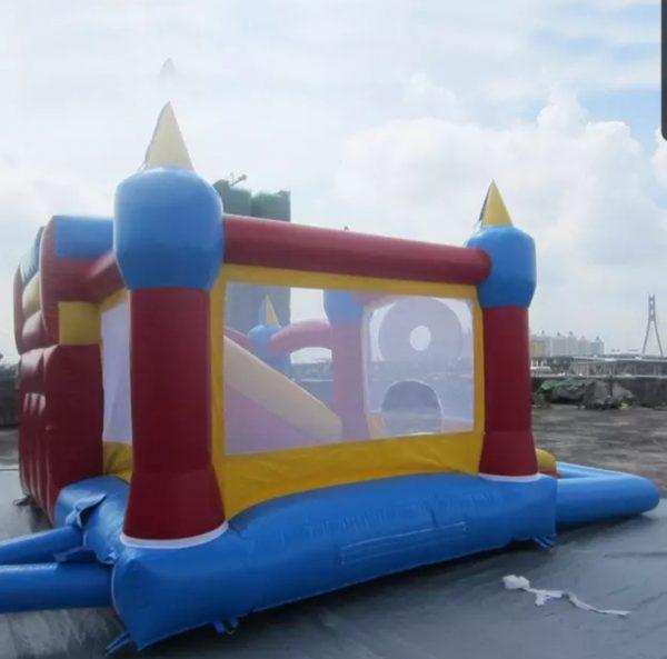 Castillo inflable con pelotas